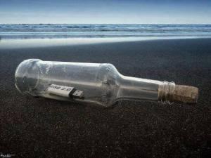 bouteille à la mer abandonnée par un geek
